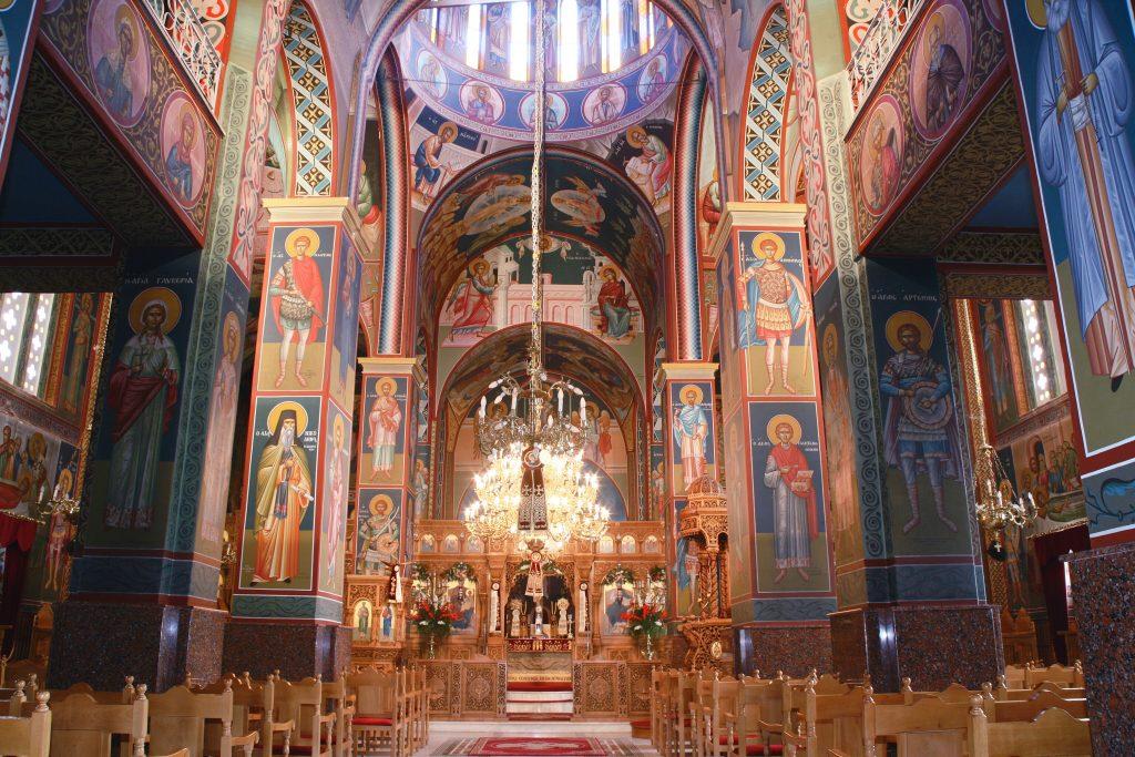 Εσωτερικόν μητροπολιτικού ναού